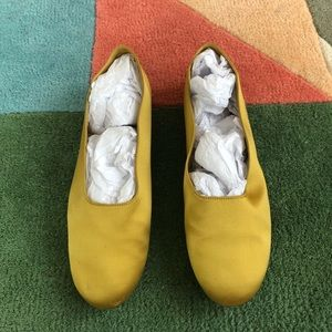 Super cute VINCE satin yellow flats! Sz 9